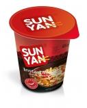 """Greitai paruošiami makaronai aštraus skonio """"Sun yan"""" indelyje, 16 pak. po 65g"""